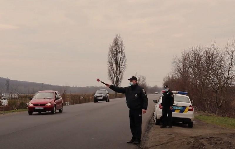 На дорогах Закарпаття працюють додаткові поліцейські патрулі