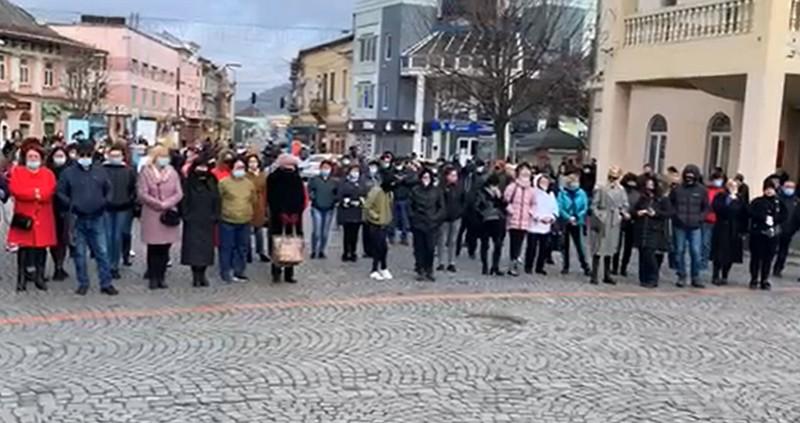 У центрі Мукачева влаштували акцію протесту