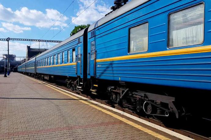 """""""Укрзалізниця"""" відновлює курсування поїздів далекого сполучення до Закарпатської області"""