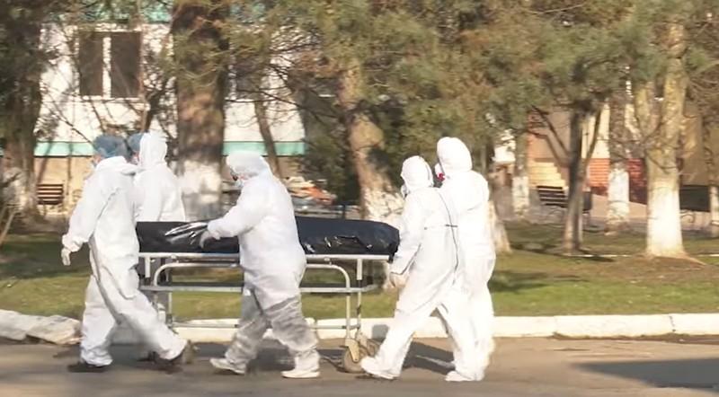 Звинувачує лікарів: жінка, в якої від коронавірусу на Закарпатті померла мама, розповіла шокуючі подробиці
