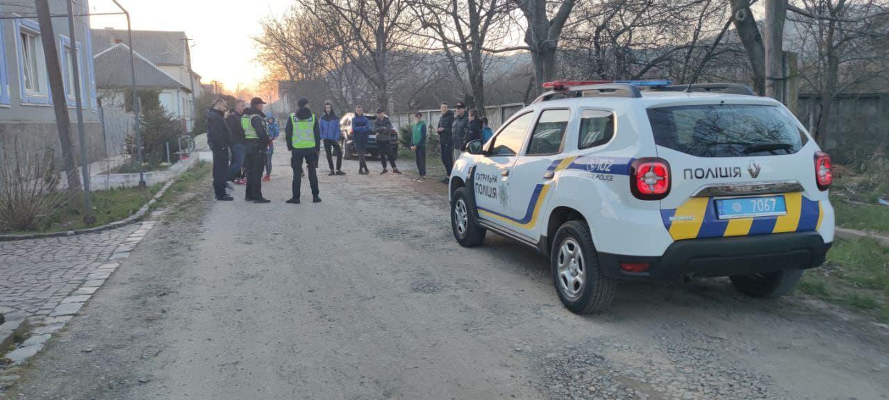 Били вікна та хуліганили: інспектори розповіли про випадок у Мукачеві