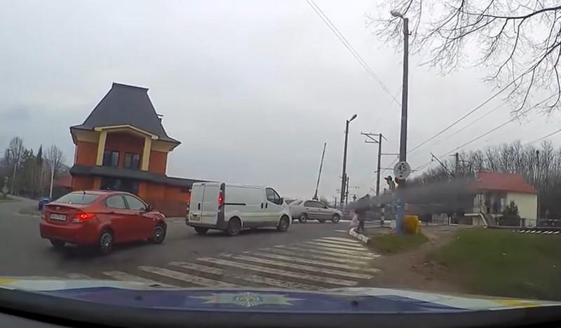 Зона підвищеної небезпеки: патрульні показали, як водій нахабно порушив ПДР