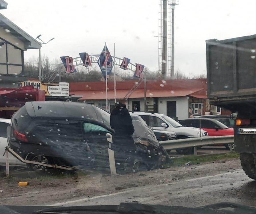 На виїзді з Мукачева сталась аварія. Утворились значні затори