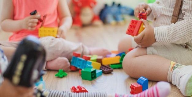 Скандал на Закарпатті: дитину відмовились брати у дитячий садок, бо її батьки не знають угорської мови