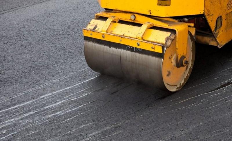 У географічному центрі Європи ремонтують дорогу