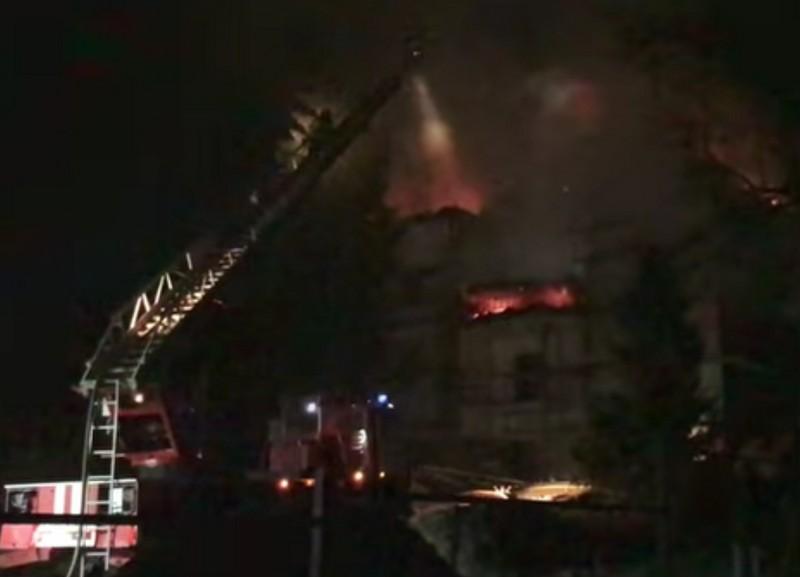 Вночі в Ужгороді вирувала велика пожежа. Горів готель