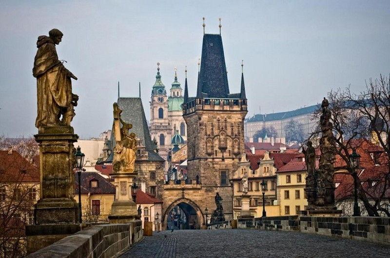 У Чехії провели масштабну спецоперацію: як це стосується України