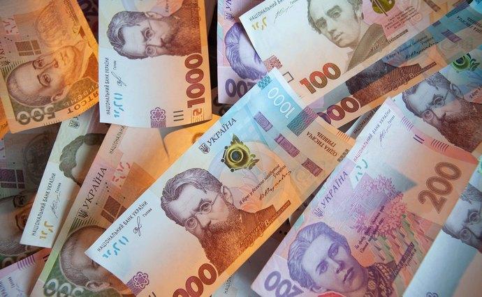 Майже 800 тисяч гривень стягнули із двох мукачівців у дохід держави