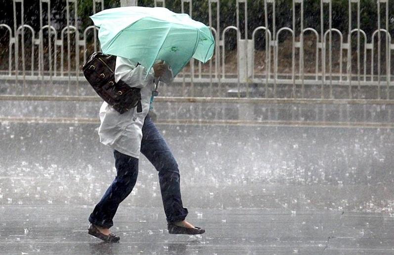 На Закарпатті прогнозують значні короткочасні дощі і посилення вітру