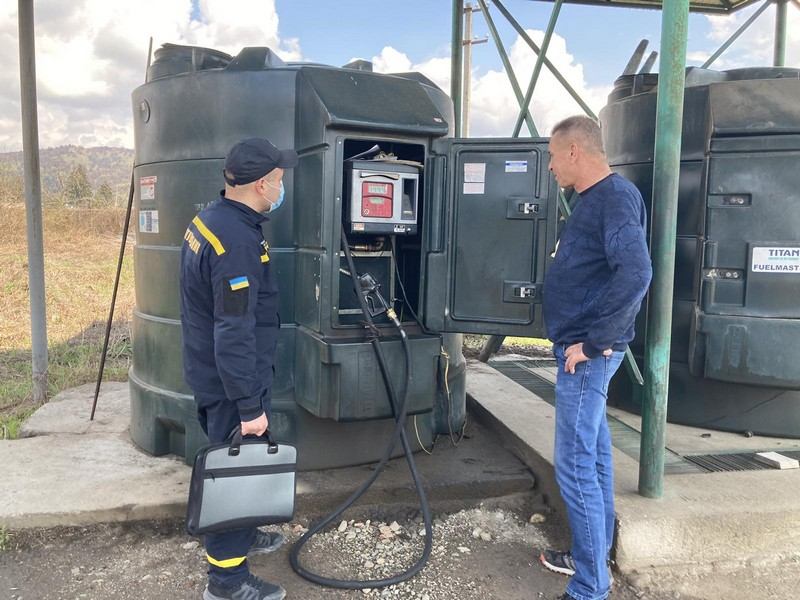 Рятувальники перевіряють, як на АЗС дбають про пожежну безпеку