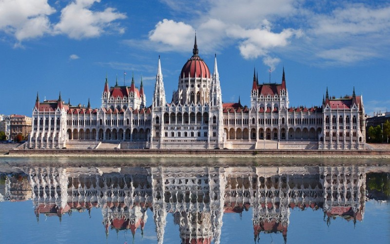 Угорщина послаблює карантин