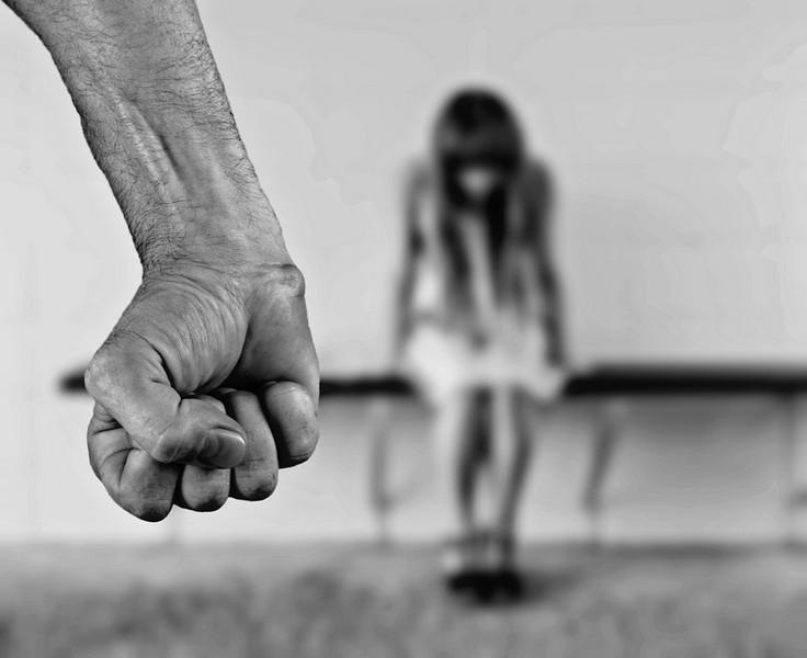 Закарпатець сяде на 2 роки за образи та залякування доньки