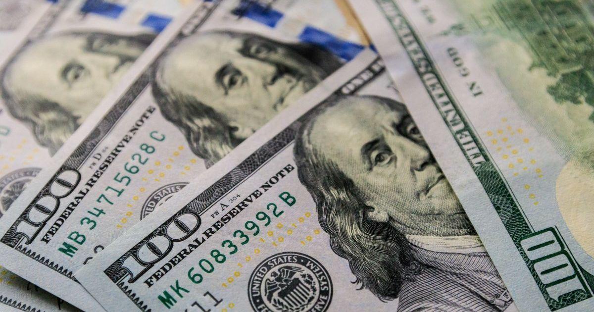 Курс долара в Україні може просісти: курс валют на квітень – останній тиждень місяця