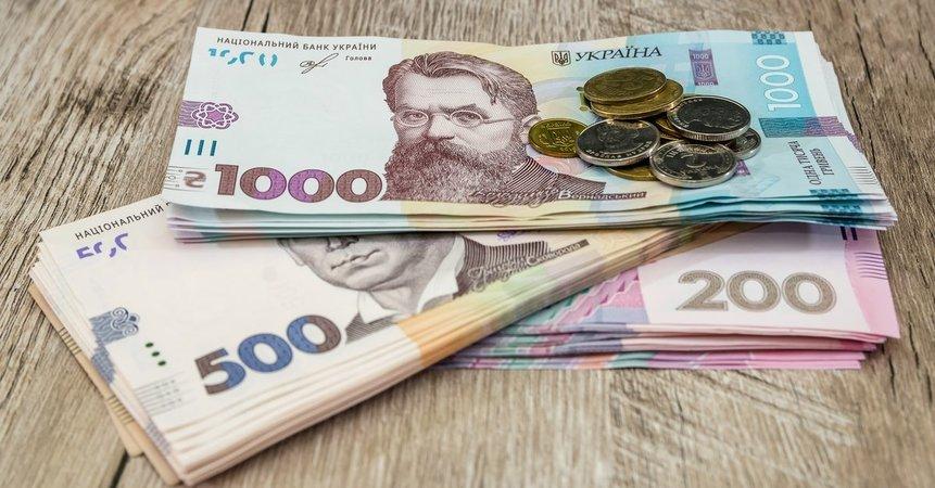 Українців можуть змусити віднести всі гроші в банк і сплатити новий податок, – ЗМІ