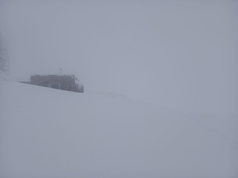 Високогір'я Закарпаття засипало снігом