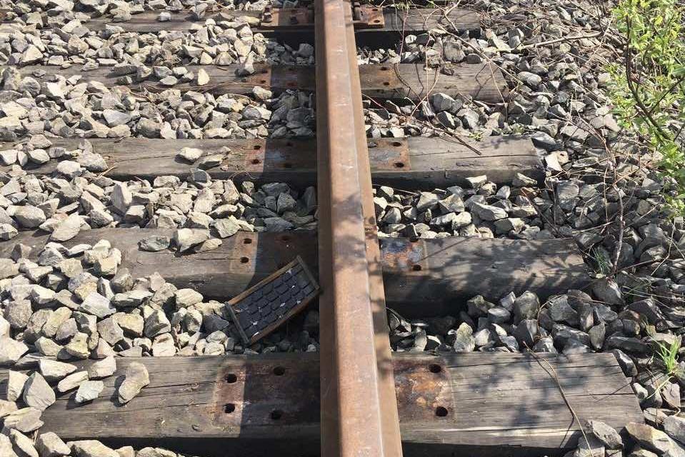 Закарпатець розбирав на металобрухт діючу резервну залізничну колію