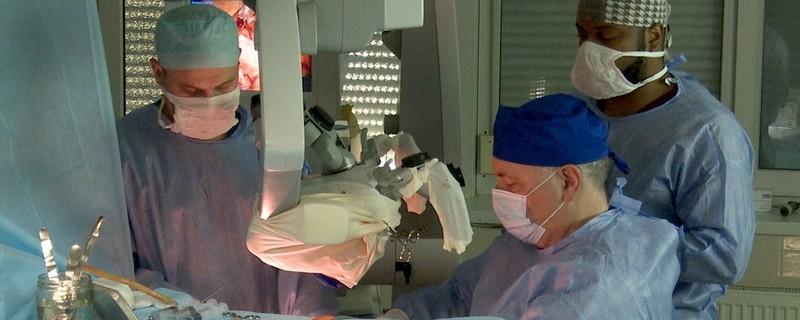 На Закарпатті лікарі провели складну операцію з пробудженням