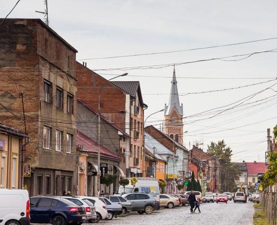 У центральній частині Мукачева вранці сталась ДТП