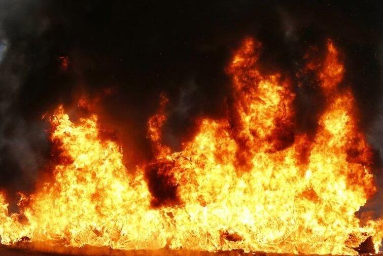 Вночі у Хусті вирувала велика пожежа