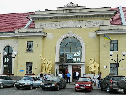 """Влада Мукачева звернулась до """"Укрзалізниці"""" з проханням відремонтувати будівлю залізничного вокзалу"""