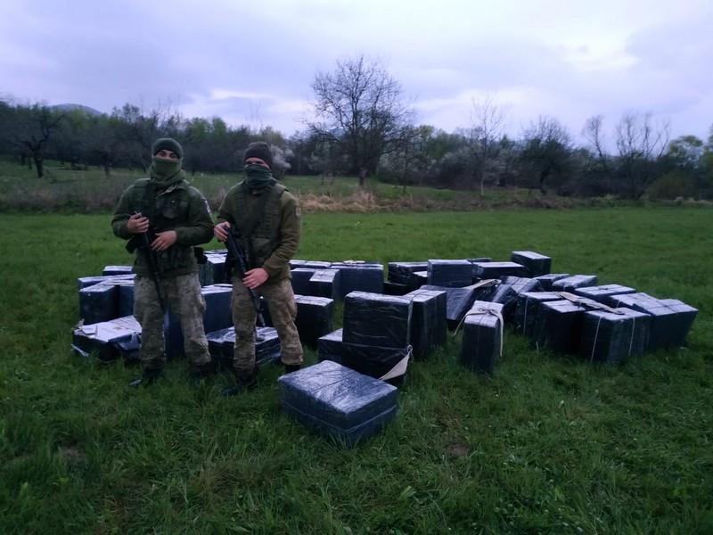 На околиці села виявили 62 ящики сигарет