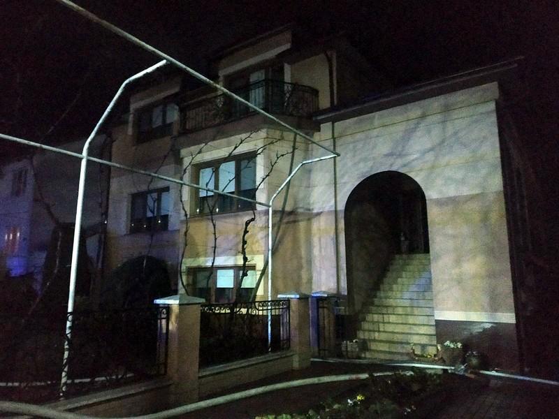 Через удар блискавки на Мукачівщині загорівся будинок