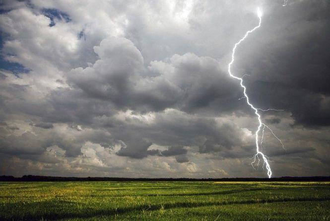 Грози і град: в області знову погіршиться погода