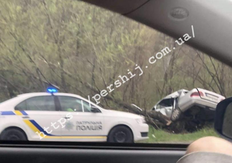 На Закарпатті автомобіль з'їхав у кювет та зазнав значних пошкоджень