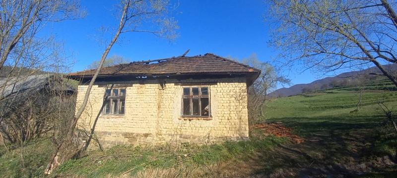 Вранці загорівся будинок, в якому ніхто не проживав