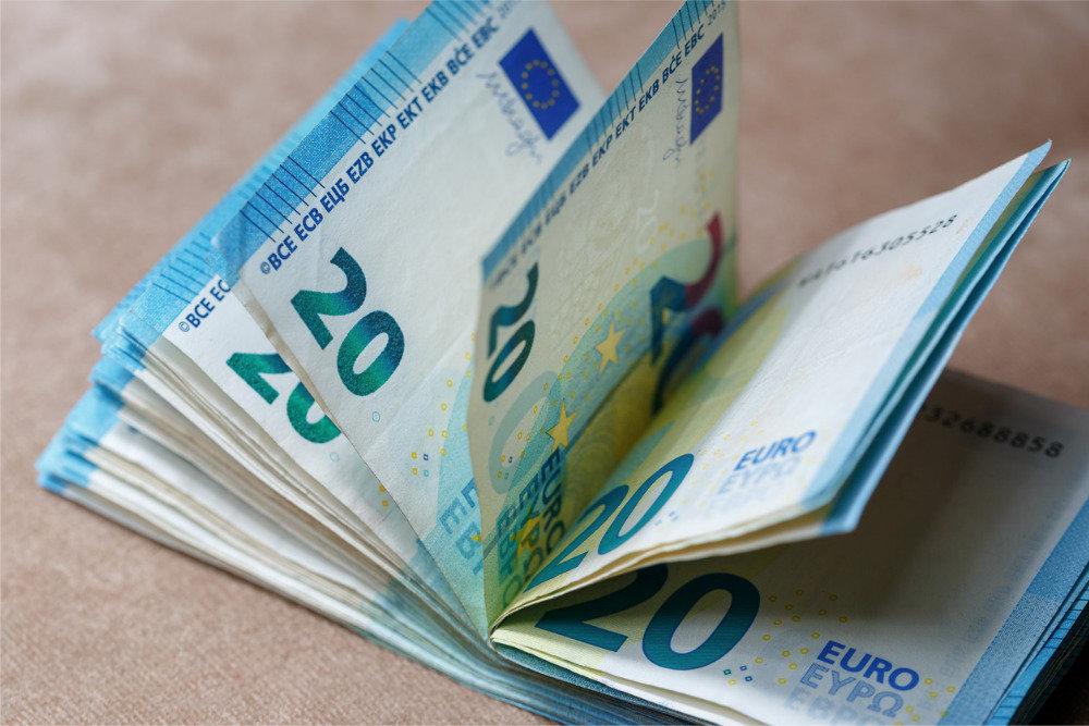 Курс долара та євро на сьогодні: гривня сильно зміцнилась відносно європейської валюти