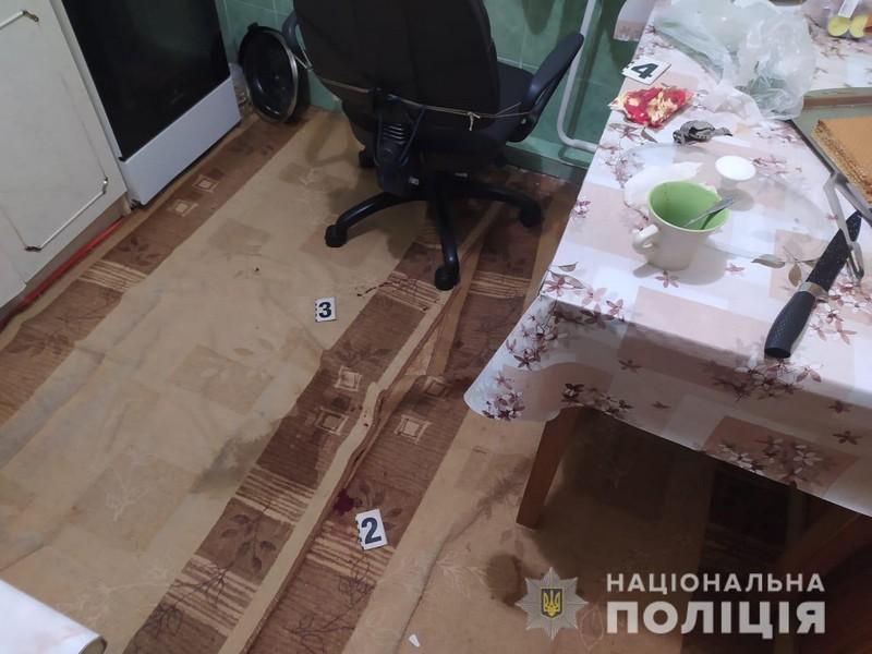 Закривавлена квартира: на Закарпатті жінка вбила свого чоловіка