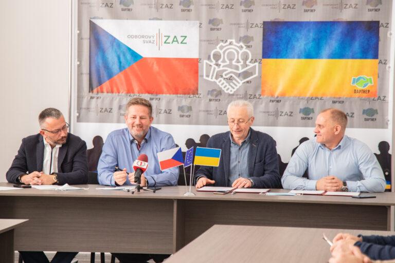 Для захисту заробітчан: у Мукачеві підписали меморандум із чеською профспілкою