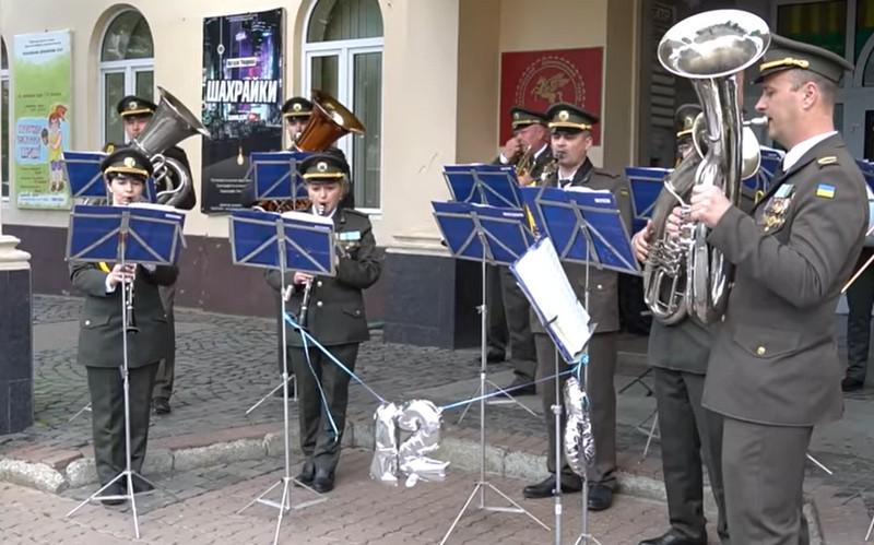 Мукачівський військовий оркестр виступив із концертом у центрі міста