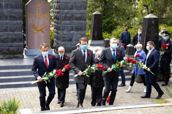 Дзвін Перемоги відкрили сьогодні в Ужгороді