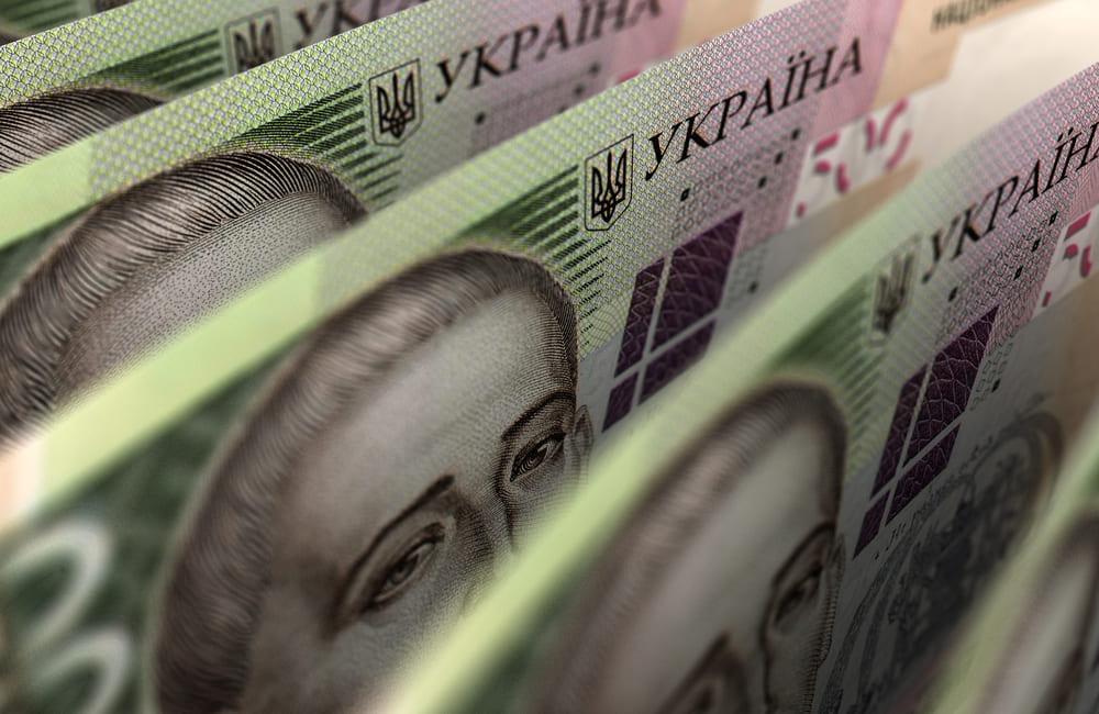Прем'єр анонсував підвищення податків в Україні: кому доведеться платити більше