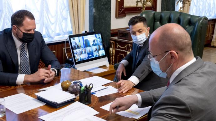 Сьомий тиждень рівень захворюваності на COVID в Україні падає
