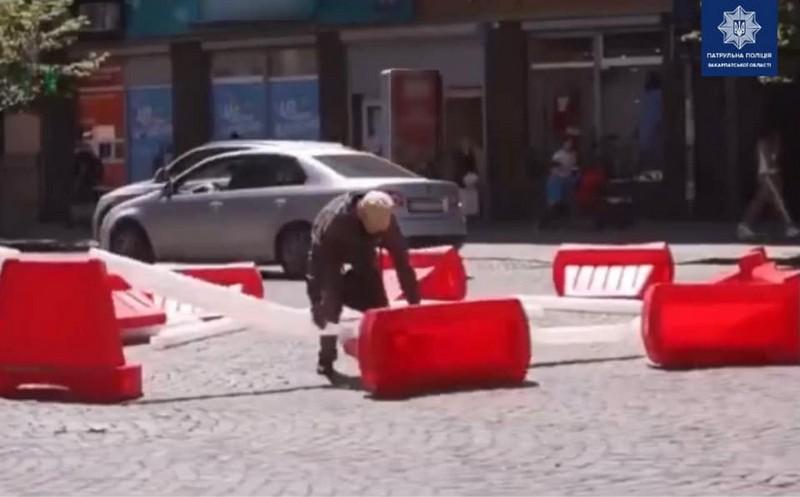 Патрульні розповіли, що влаштували два чоловіки у центрі Мукачева