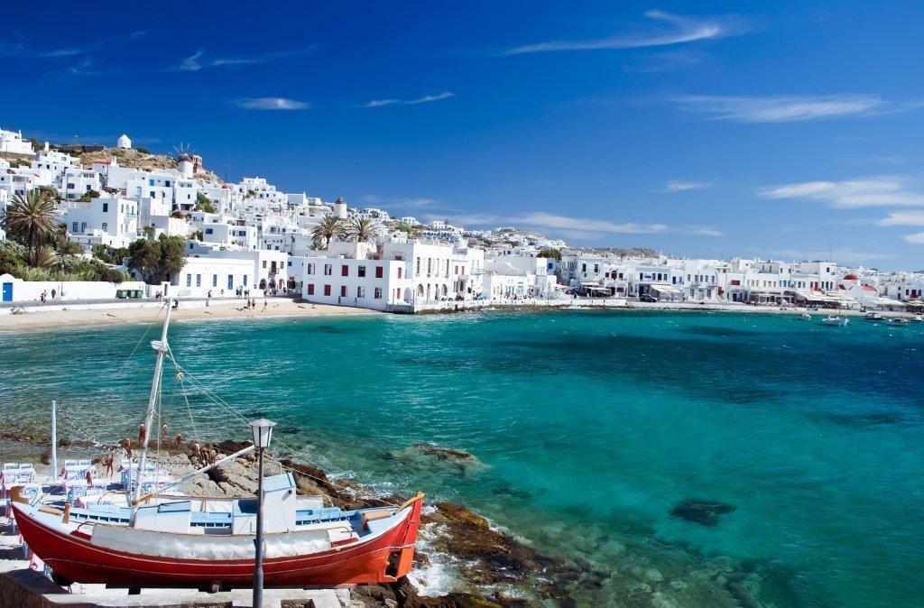 Греція відкрила кордон для українських туристів: вимоги
