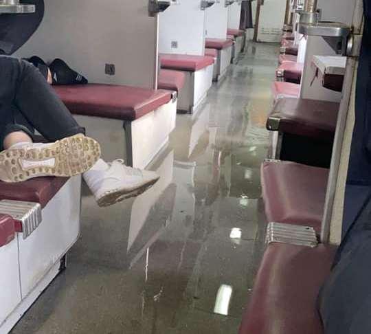 """Що коїлось у вагоні потягу """"Рахів-Одеса"""": оприлюднено фото та відео"""