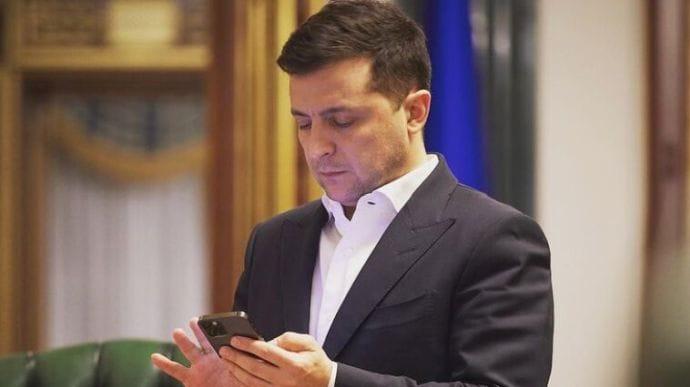 Зеленський заявив, що 24 серпня Україна увійде в режим paperless: що це таке