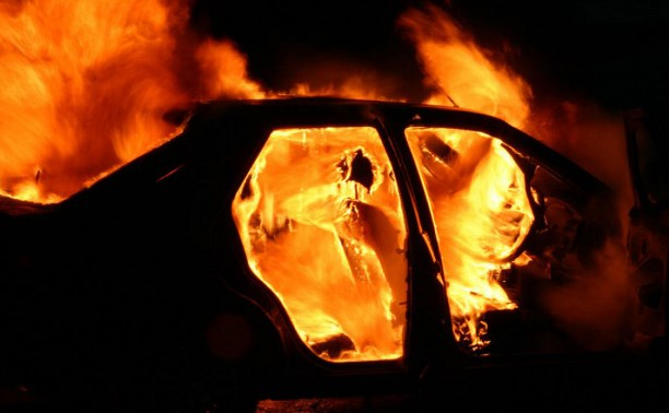 У Мукачеві серед ночі згоріла Skoda Octavia