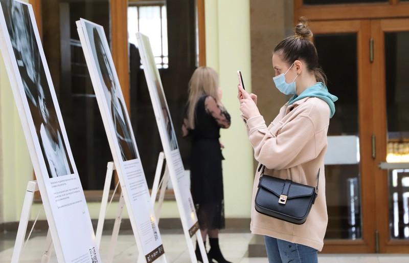 В Ужгороді відкрили фотовиставку, присвячену жінкам, яких домагались у громадських місцях