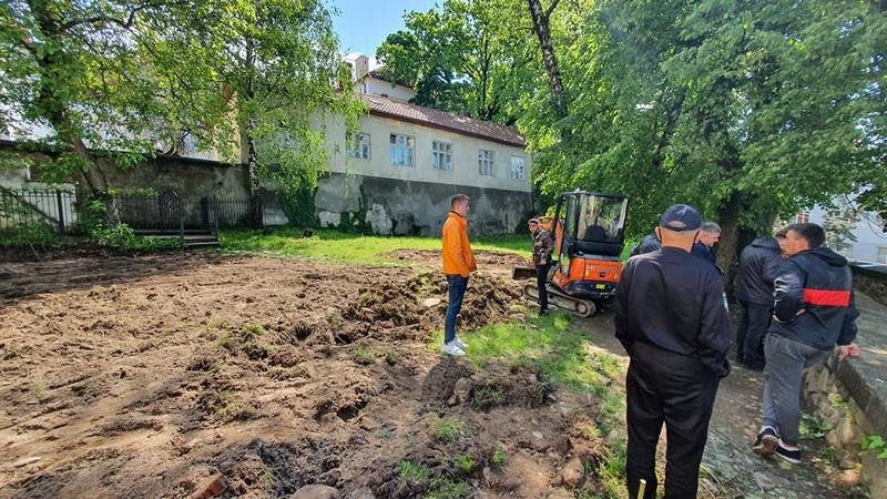В Ужгороді сьогодні зупинили незаконні земляні роботи