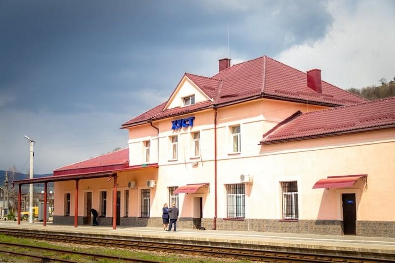 Як виглядає залізничний вокзал у Хусті після реконструкції: опубліковано фото