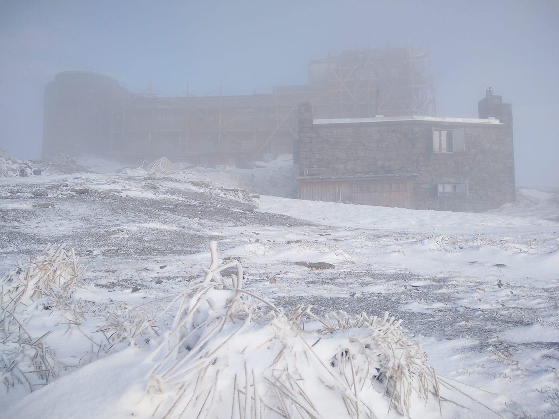 Світанок на високогір'ї Закарпаття: морозець та невеликий сніг