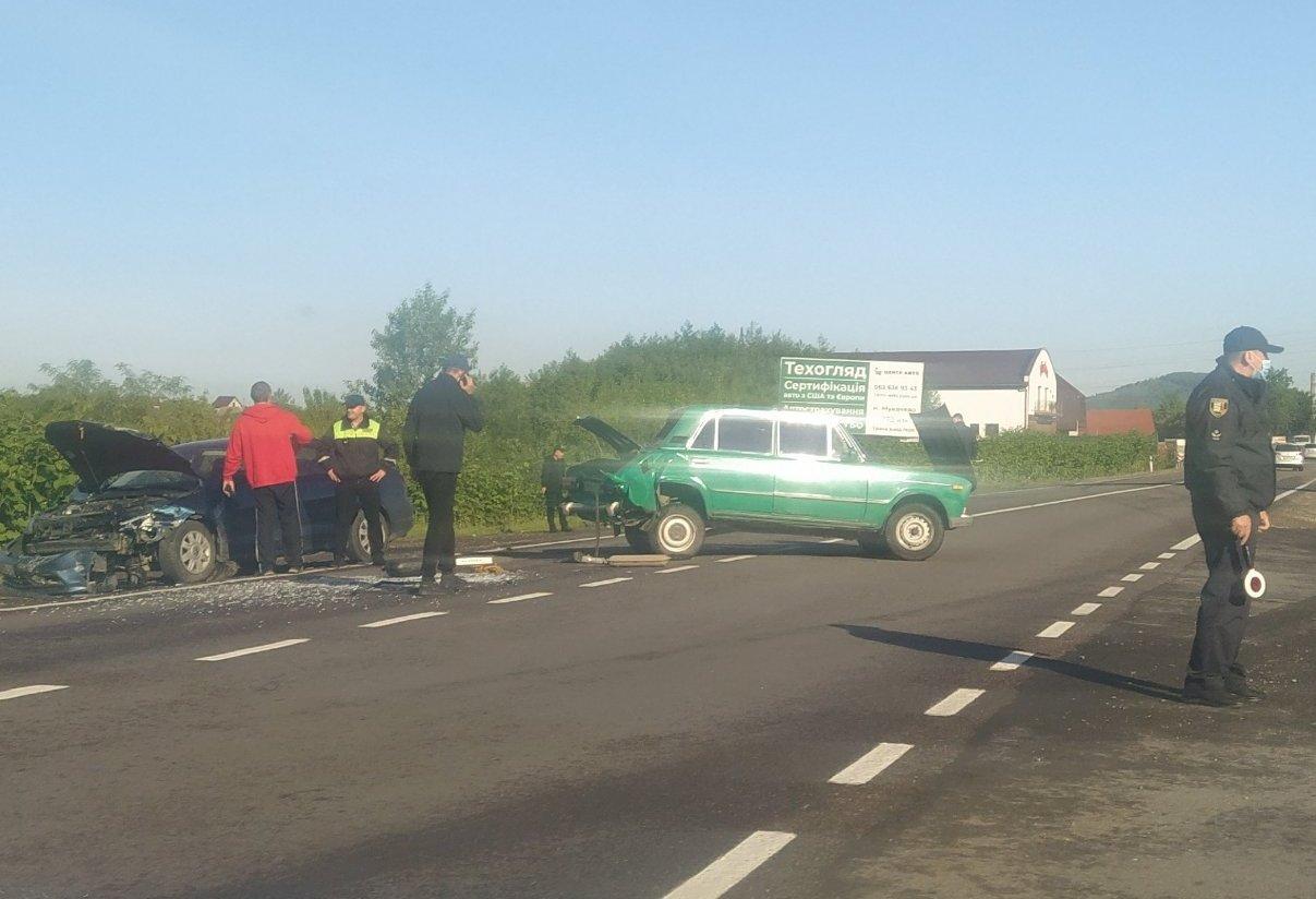 Біля Мукачева значна аварія: фото та відео з місця події