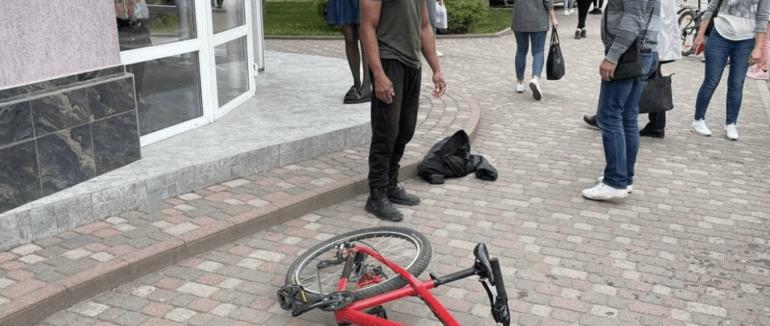 """""""Агресивного хлопця ніхто не міг зупинити"""": очевидці розповіли про інцидент в Ужгороді"""