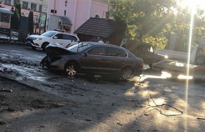 Страхітлива аварія в Іршаві: автомобіль протаранив паркан