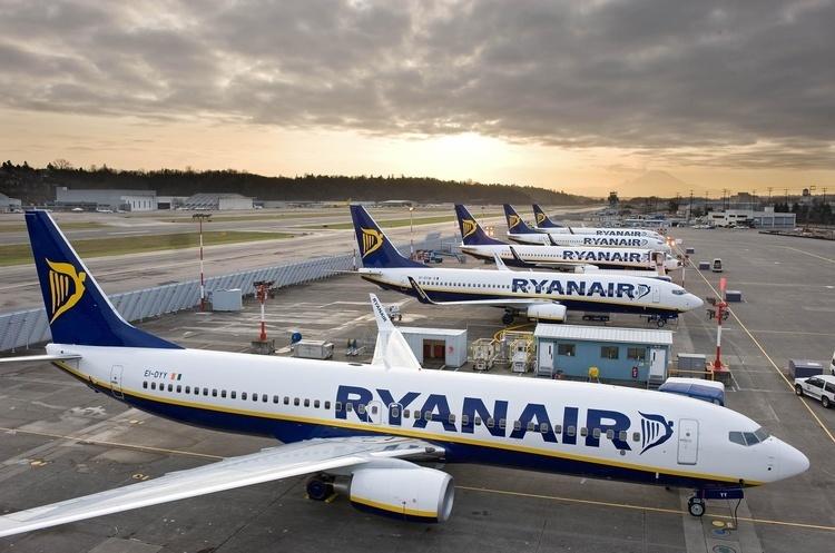 Україна припиняє авіасполучення із сусідньою країною
