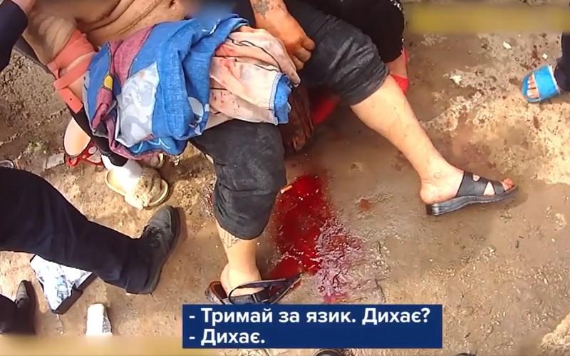 Калюжі крові та крики: відео порятунку чоловіка, який намагався скоїти самогубство